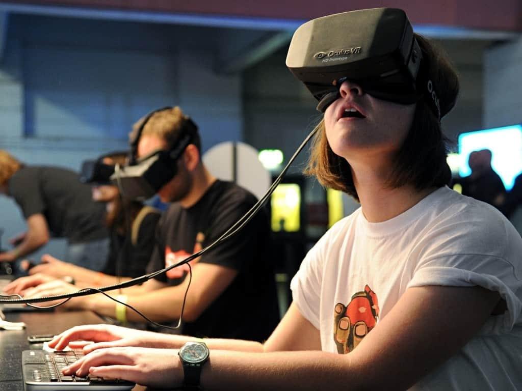 The-Oculus-Rift-headset-i-003