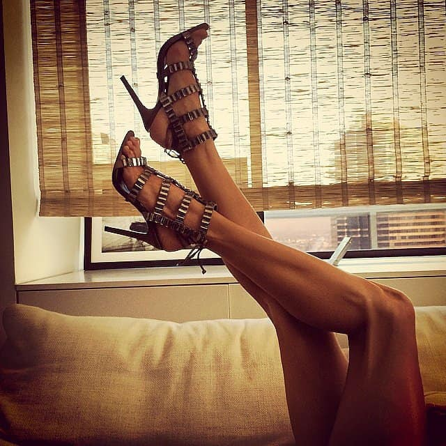 Alessandra-Ambrosio-showed-off-her-sexy-stems-her-shoes