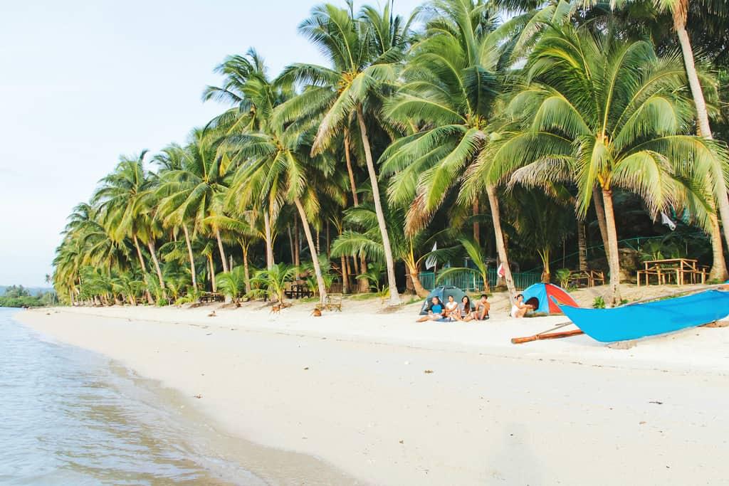 hidden-beach-aloguinsan-cebu