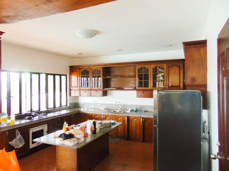 serenity-farm-and-resort-kitchen-2