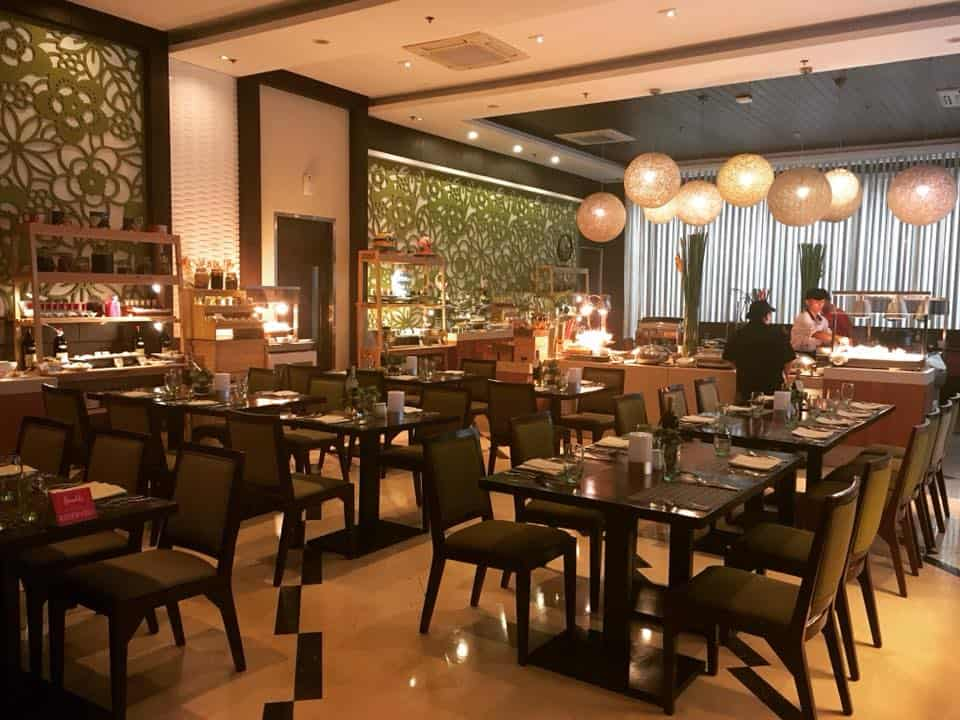 H Cafe Buffet Harolds Hotel 2