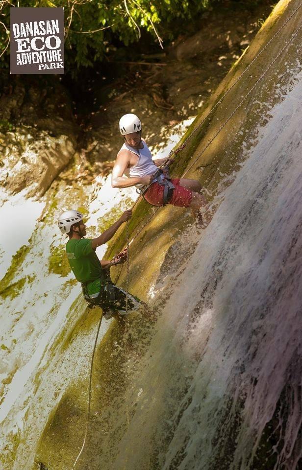 danasan-waterfalls-rappelling