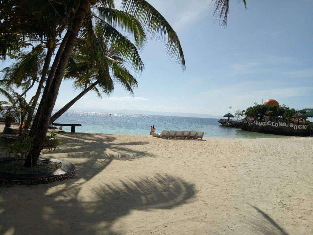 mangodlong-rock-beach-camotescebu