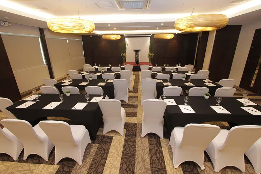 Bayfront Hotel Cebu - Badian Hall