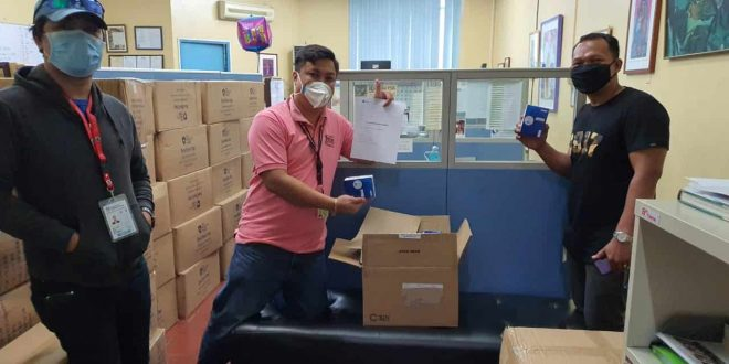 Globe donates 1k phones